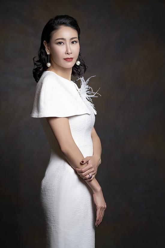 Hà Kiều Anh làm mẫu cùng ba con