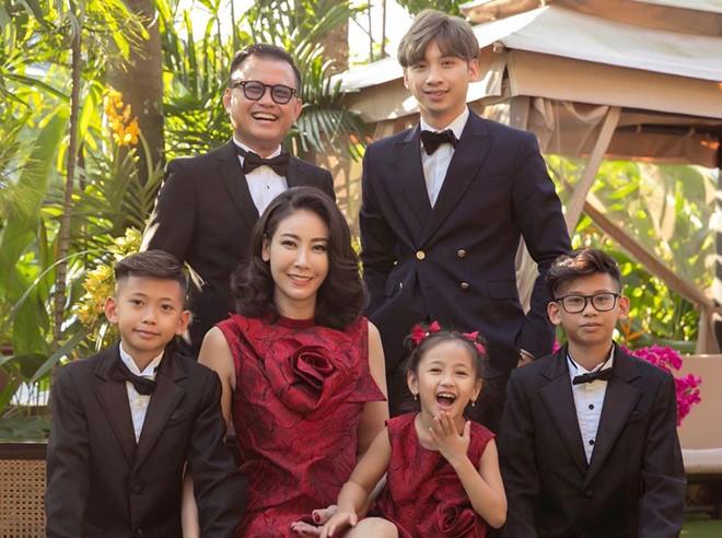 Gia đình hạnh phúc viên mãn của Hoa hậu Hà Kiều Anh /// Ảnh: FBNV