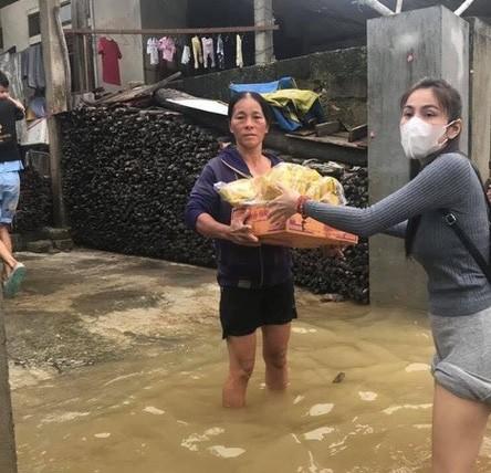 Cùng làm từ thiện như nhiều sao Việt, vì sao Thủy Tiên gây xúc động? – Ảnh 1.