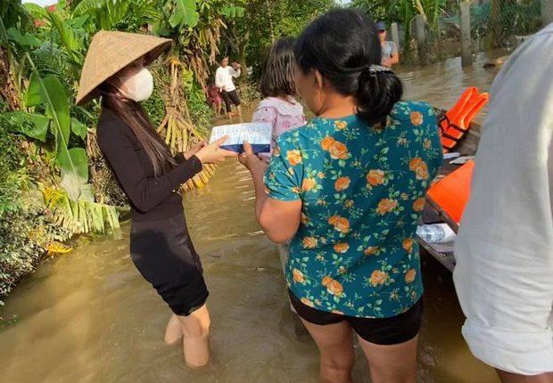 Cùng làm từ thiện như nhiều sao Việt, vì sao Thủy Tiên gây xúc động? – Ảnh 2.